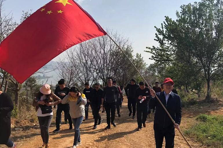 """""""关爱滇池、共建生态""""植树造林大型活动"""